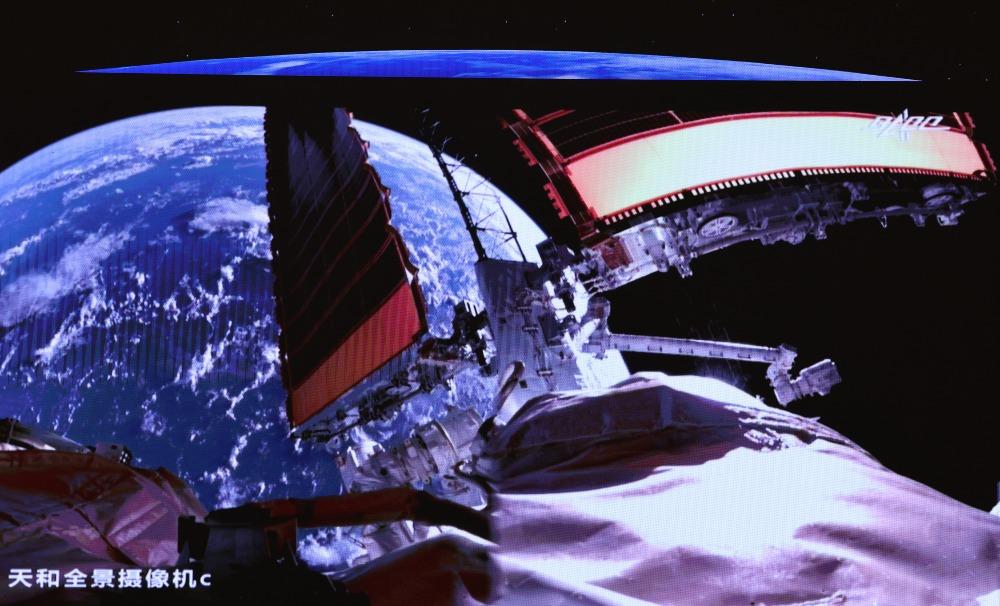 航空航天-首次出艙2