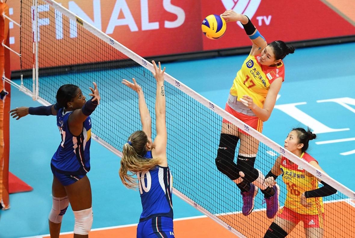 2018世界女排錦標賽中國對意大利,顏妮一記出色扣殺。她先打沙灘排球,故技術較為全面,亦曾專注主攻,所以強攻扣殺也十分出色。