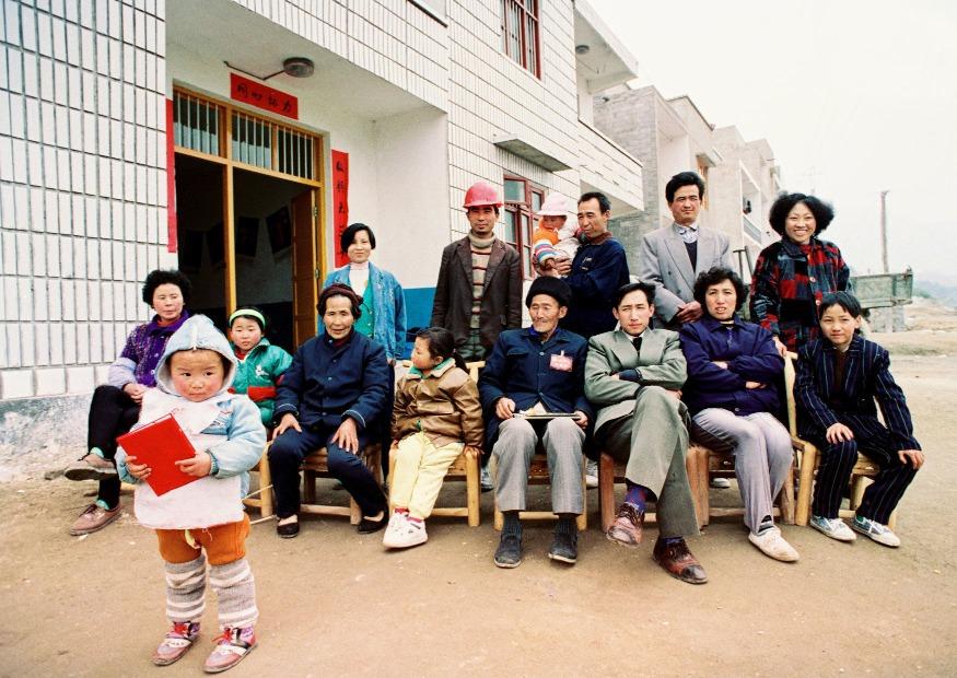 譚德訓一家是三峽工程中最早搬遷的人,也被稱為三峽移民第一人,離開老家後,他們搬進了這間全新的房子中。(圖片來源:視覺中國)