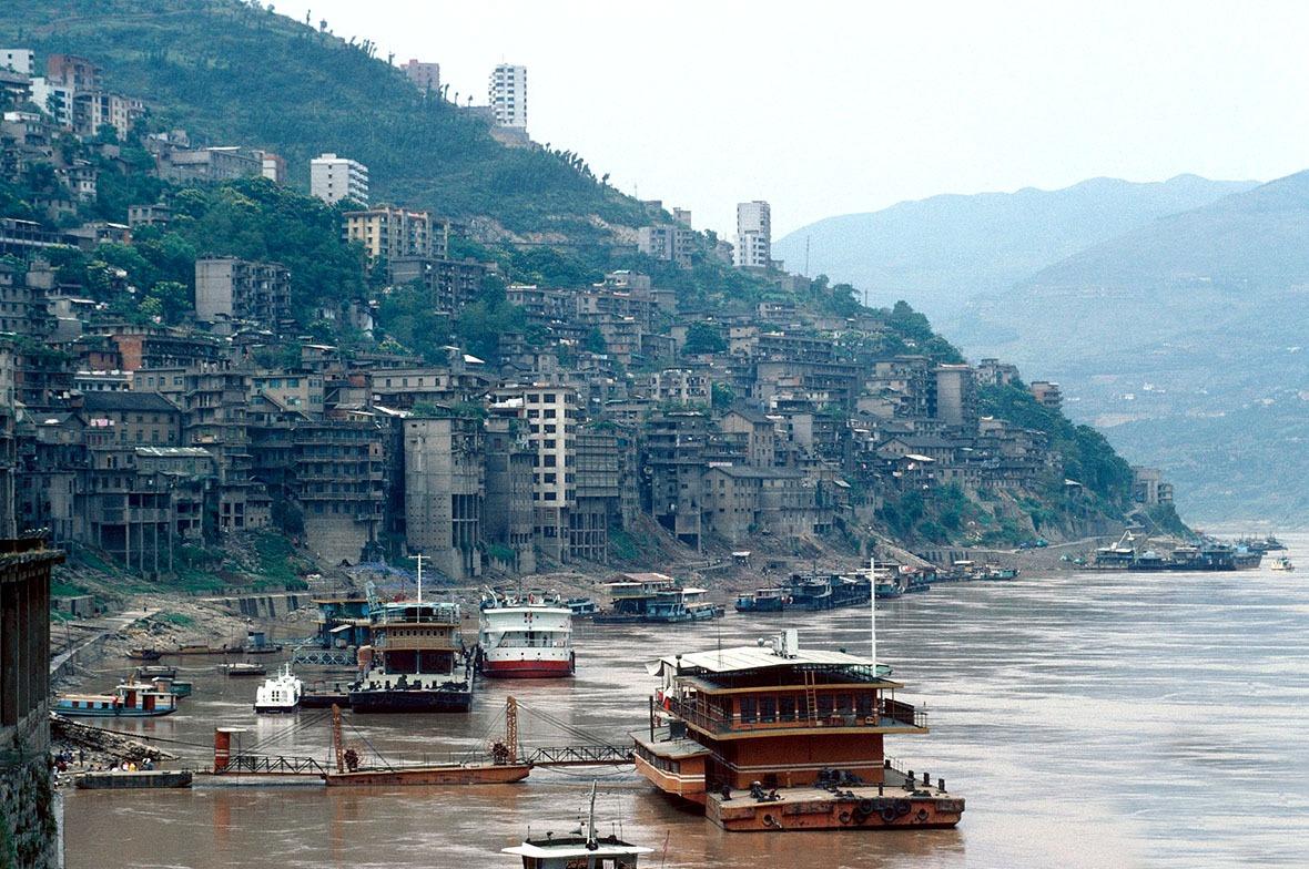 為了治理長江水患,有不少千年老城都在三峽工程中淹沒,包括有1,700多年歷史的秭歸縣老城區。