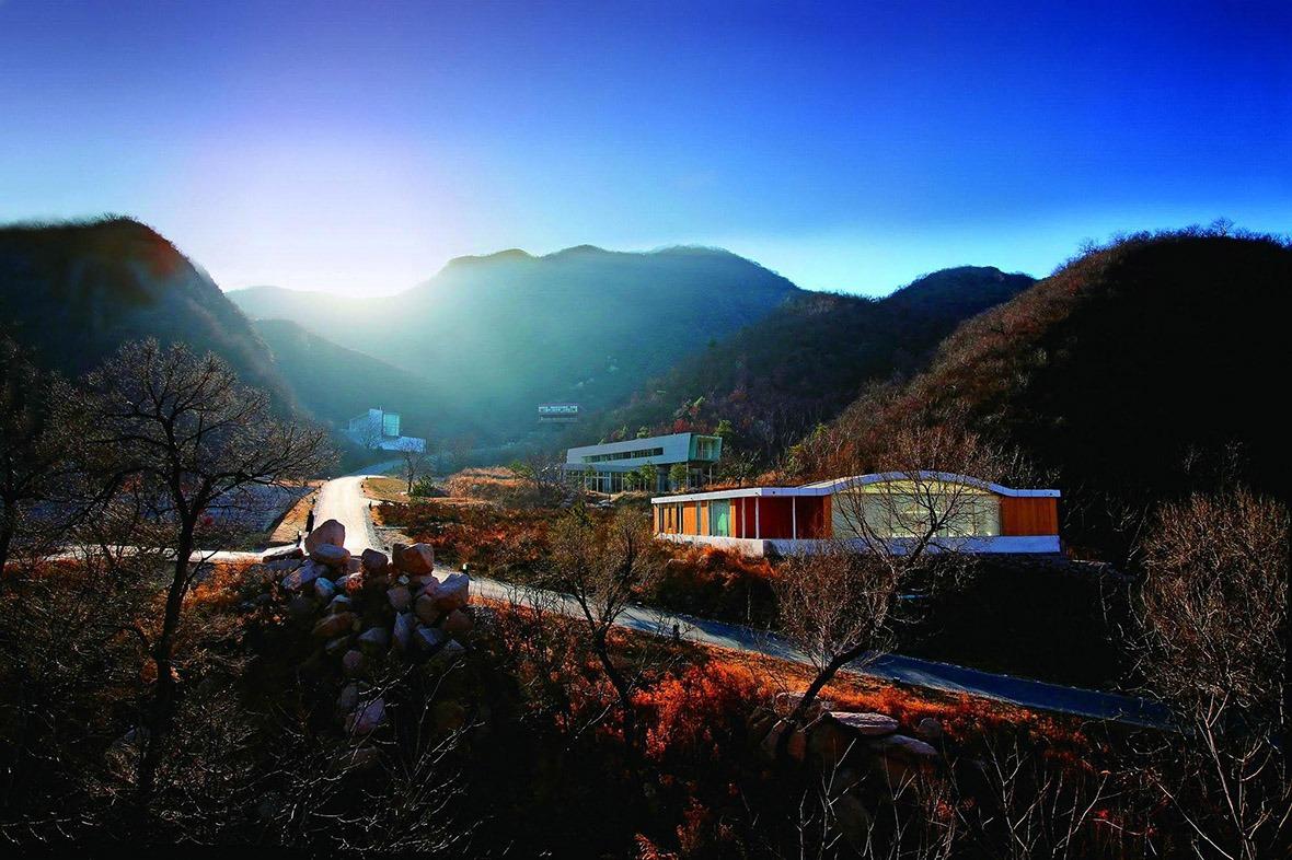 「長城腳下的公社」被美國《商業周刊》評為「中國十大新建築奇蹟」之一。(網上圖片)