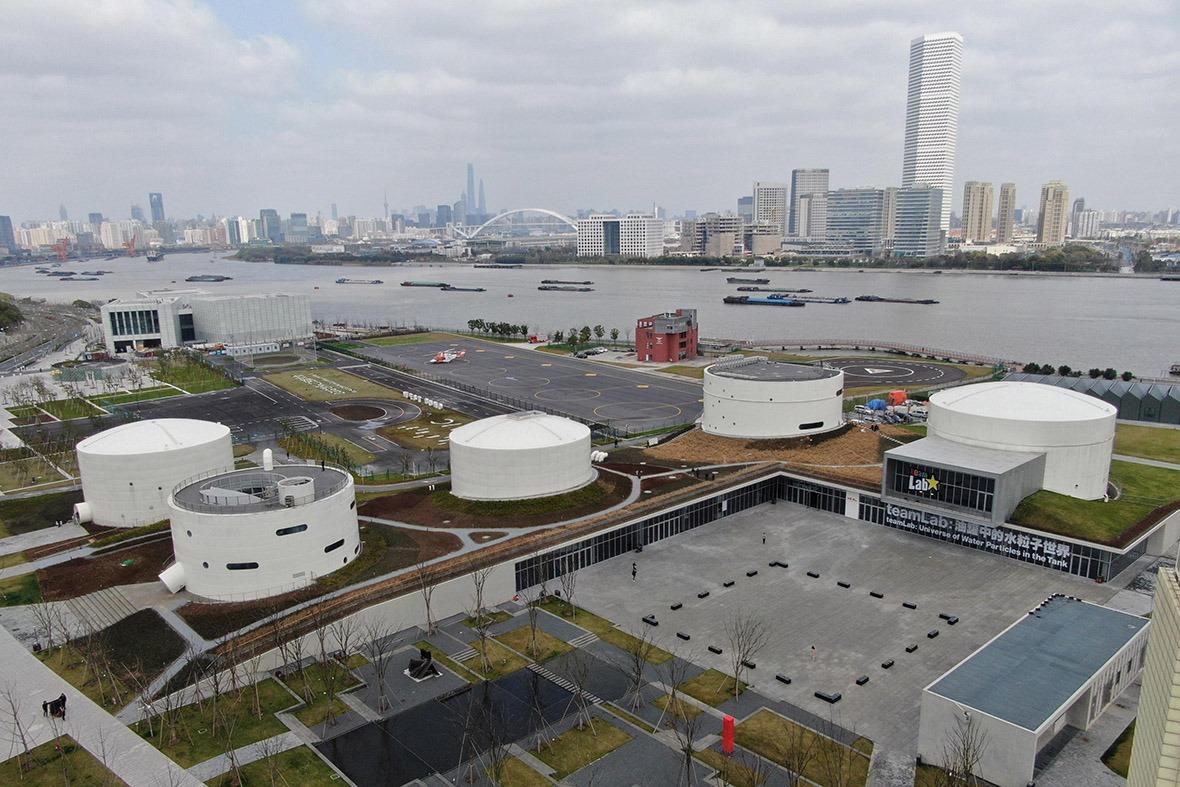 上海徐匯濱江的上海油罐藝術中心坐落於中國最早的機場——上海龍華機場原址,機場停用後,5個巨型儲油罐被完整保留。