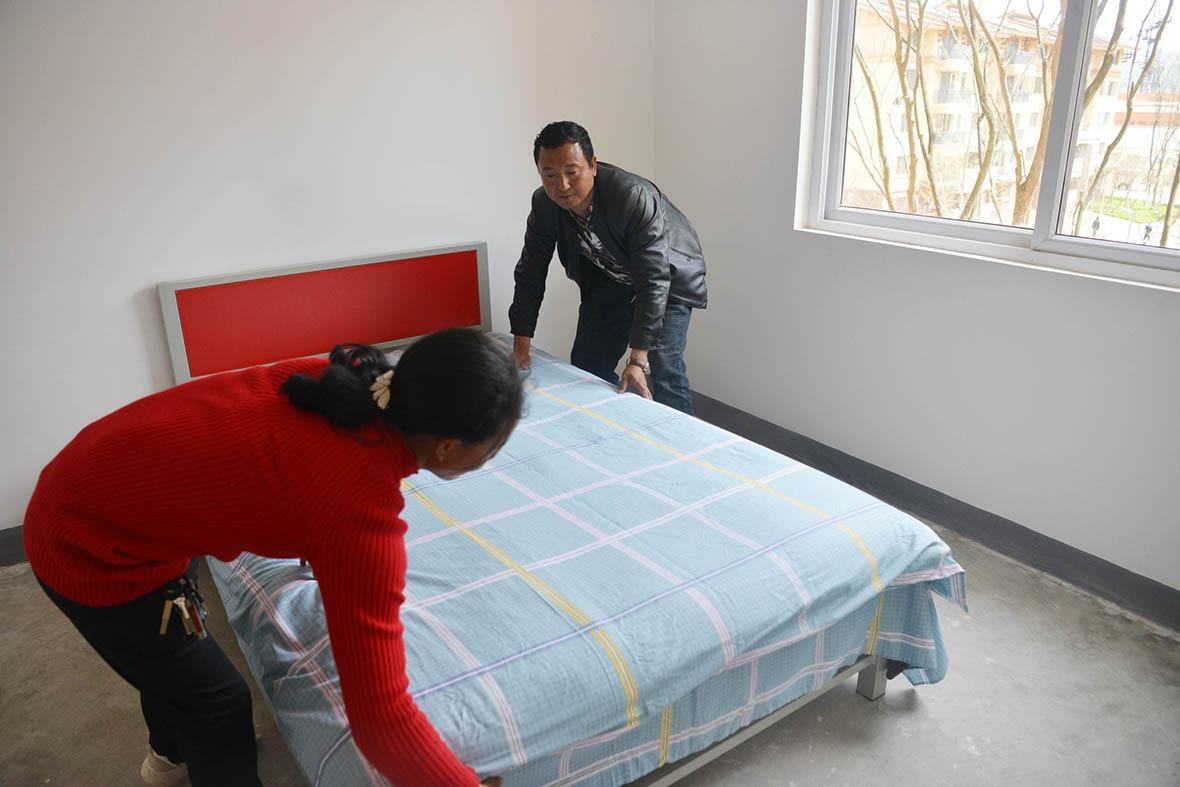 新屋獲政府配備電視、梳化及洗衣機等大件的家具。