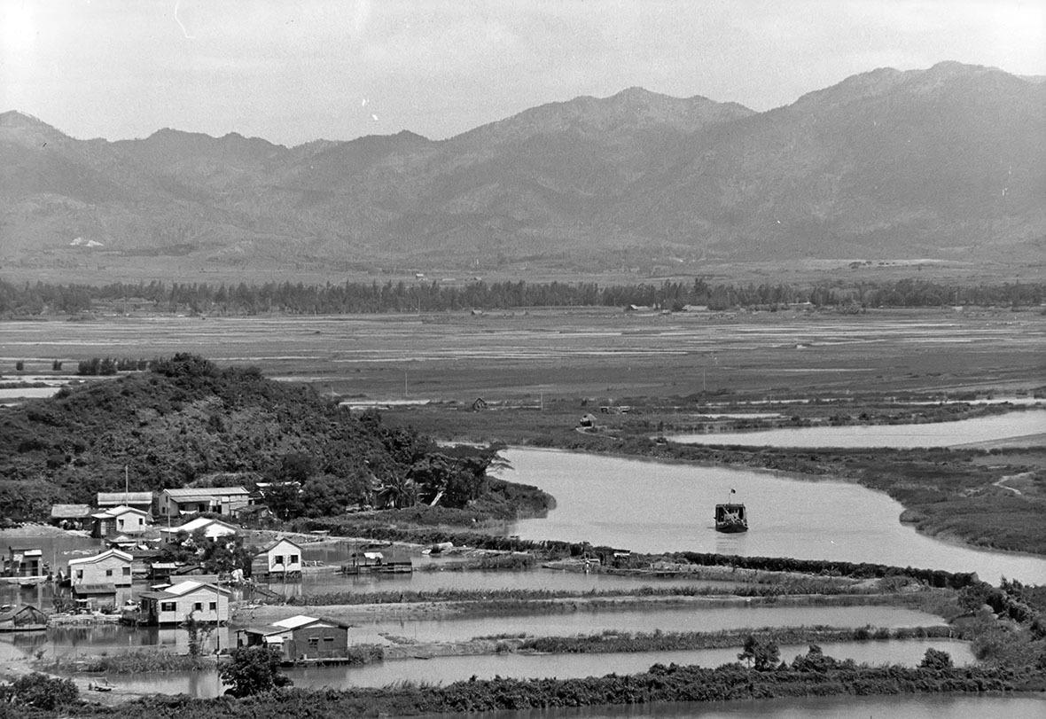 1973年由落馬洲望向香港境內。