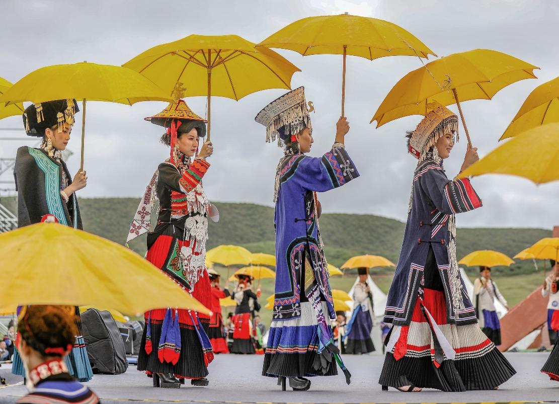 當代中國-中國文化遺產-彝族刺繡脫貧