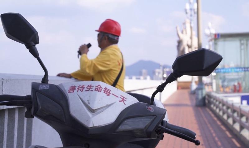 當代中國-中國新聞-大橋救生者02