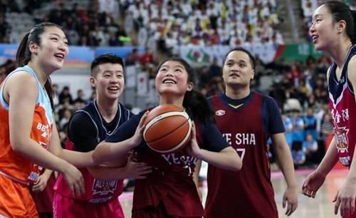 當代中國-中國新聞-一個人籃球隊02