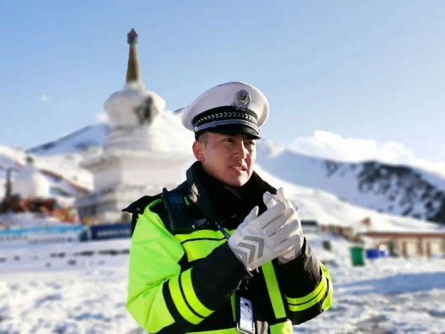 中國新聞-雪雕交警01