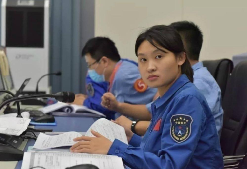 當代中國-嫦娥五號太空女將02