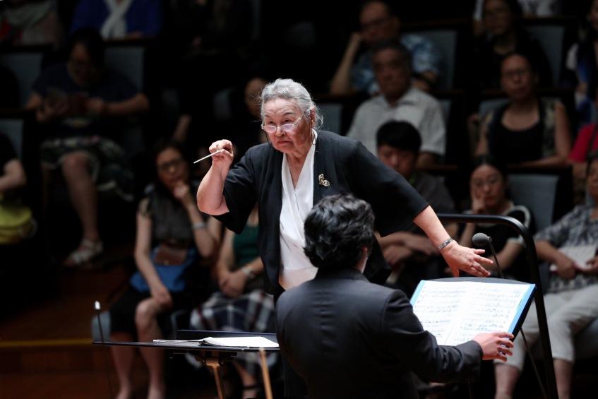 當代中國-中國文化-中國第一位女指揮家02