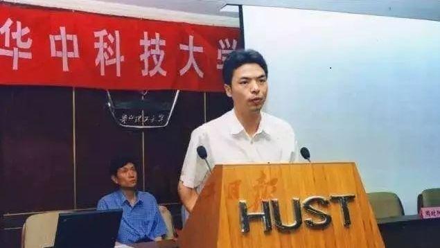 「微信之父」張小龍是湖南省邵陽人,畢業於華中科技大學,由於他與小米創辦人雷軍同歲,一樣是1969年出生,一樣在武漢升讀大學,一樣在科網界闖出名堂,因此外界經常將二人比較。(網上圖片)