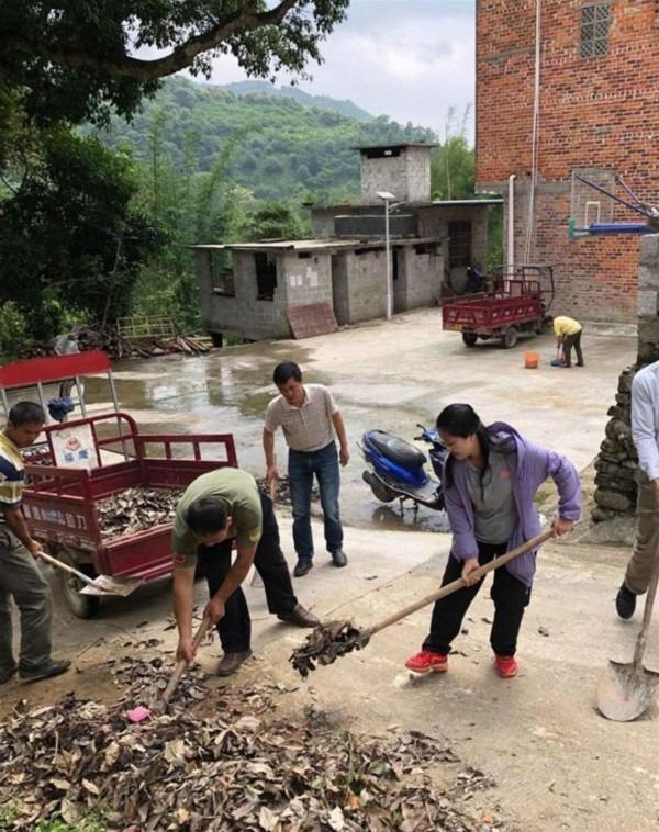 當代中國-扶貧-棄城市生活回饋家鄉黃文秀用生命堅守在扶貧路上