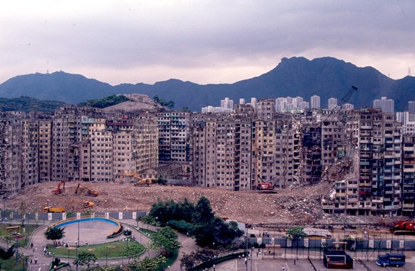 獅子山下九龍城寨,1993年4月清拆當中。(圖片來源:Getty)