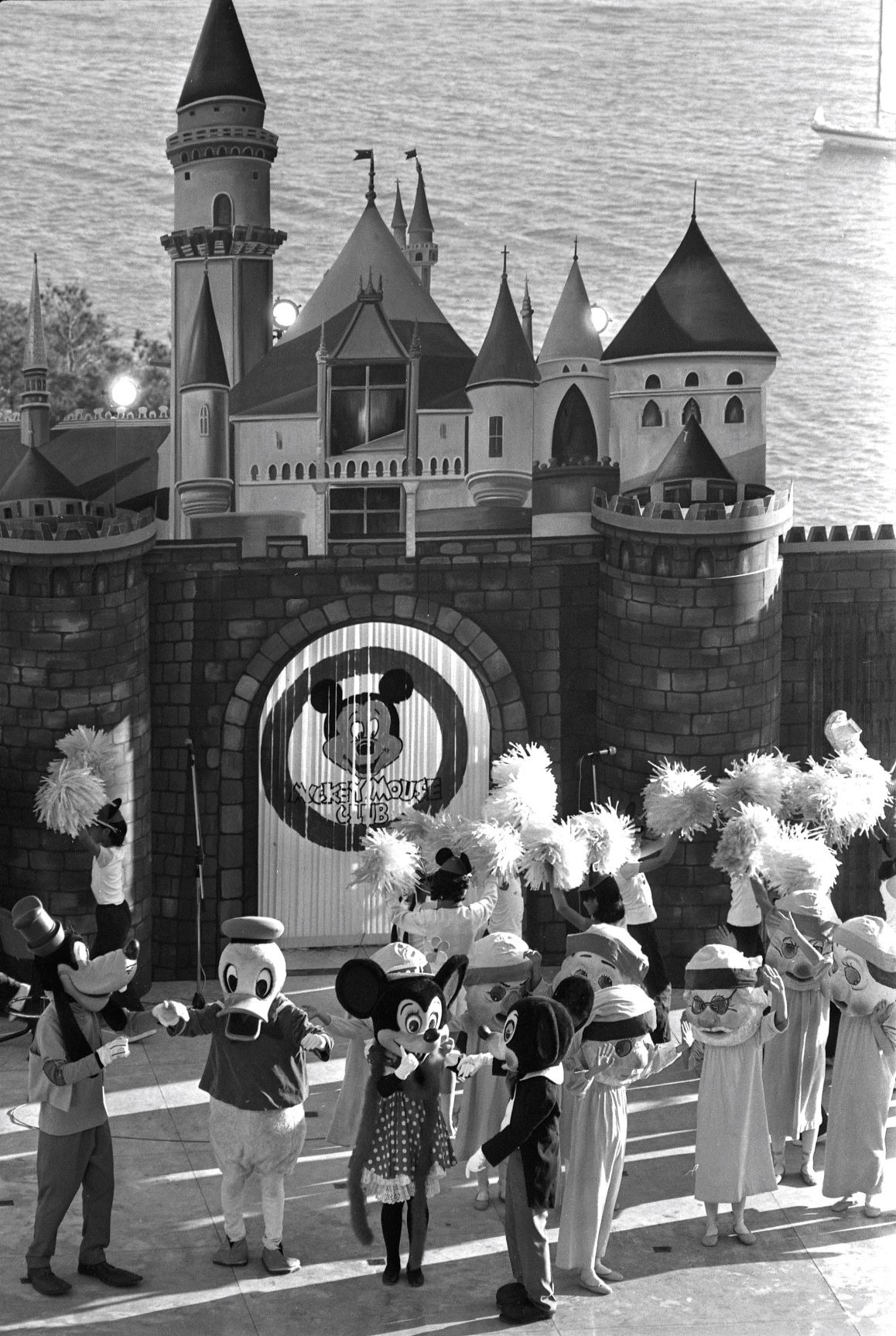 這裏是海洋公園?還是迪士尼?70年代,兩者還不是競爭對手,圖為1978年在海洋公園開幕的「 Mickey Mouse Club」(圖片來源:Getty)