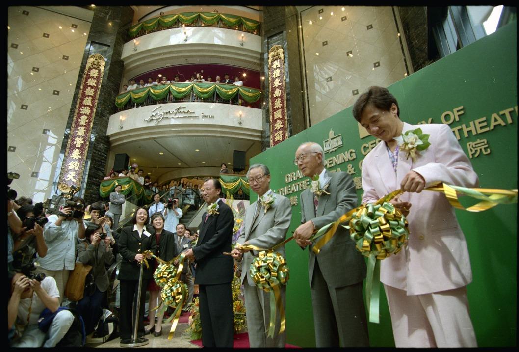 1991年利舞臺戲院拆卸,1995年翻新成利舞臺廣場,當時曾是本港最高的商場。(圖片來源:Getty)