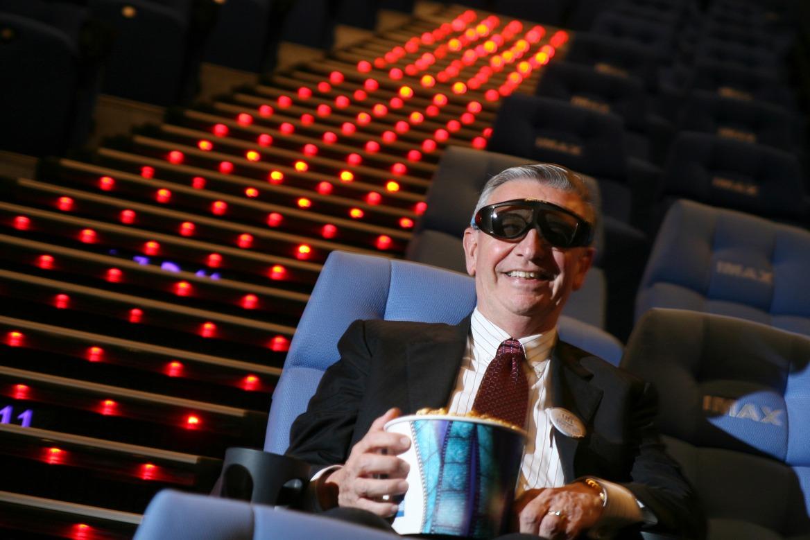 UA在2007年在Megabox戲院引進IMAX巨幕技術,以創新招數吸客。圖為管理層接受訪問的情況。(圖片來源:Getty)