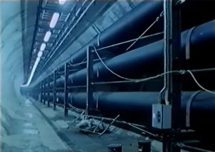 滙豐銀行地庫確有連接出海的隧道,滙豐曾經澄清,是安放海水水管以及供空氣調節系統使用。80年代管理層受訪時表示,曾向政府及鄰近業主提出可共用有關管道,惟當時乏人問津。(網上圖片)