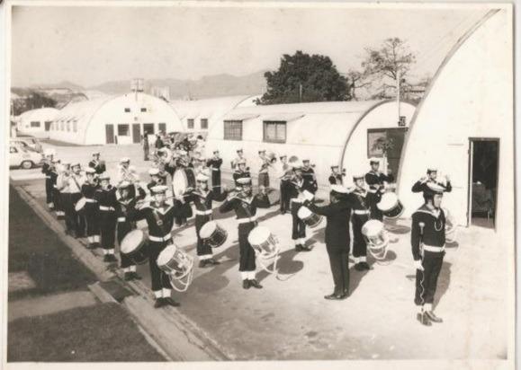 漆咸道軍營早於1960年已近乎空置,之後做過偷渡者關押所及霍亂隔離中心。儘管60年代香港食水短缺,入住隔離營卻毋須承受制水之苦,能夠安心沖涼。(網上圖片)
