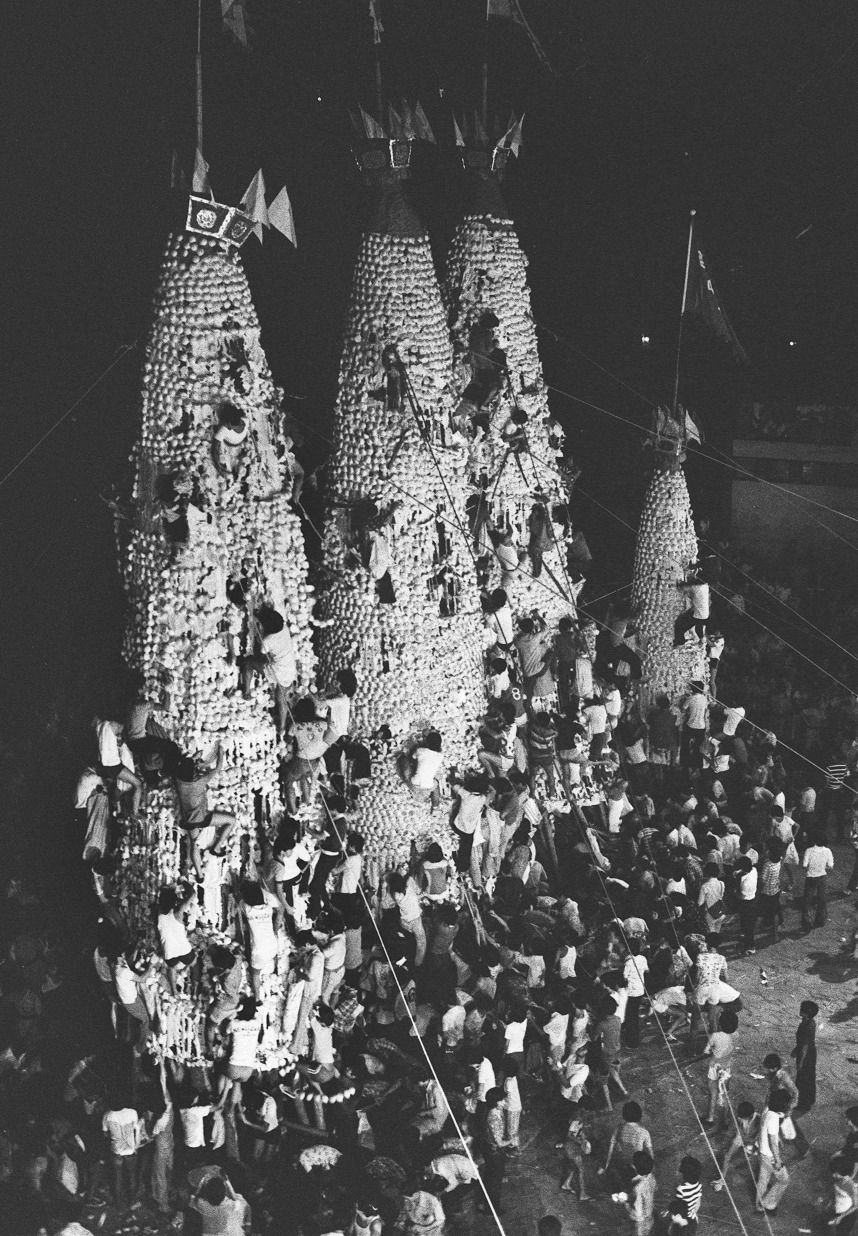 當代中國-飛凡香港-失而復得的香港歷史傳統 看太平清醮飄色巡遊搶包山