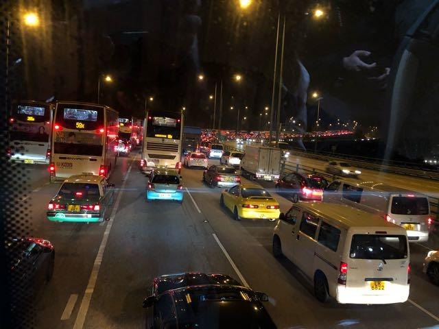 當代中國-飛凡香港-屯門公路塞車不分日夜 苦了屯門居民