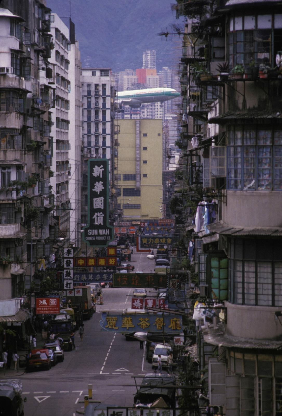 當代中國-飛凡香港-當年今日 香港國際機場取代舊啟德 創造經濟新機遇