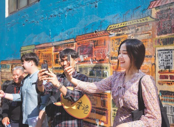 當代中國-飛凡香港-自由行刺激香港旅遊業創造就業機會