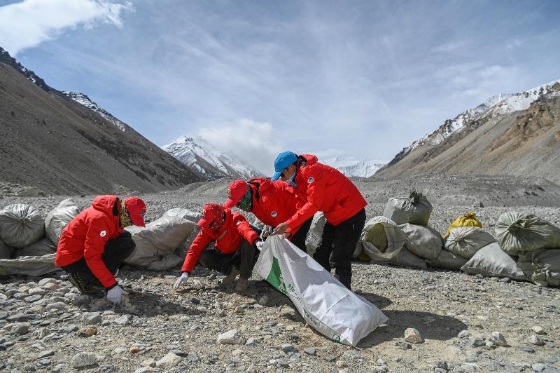 當代中國-西藏撿垃圾02