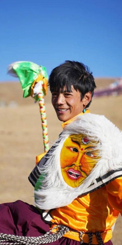 當代中國-中國新聞-藏族男孩丁真走紅03