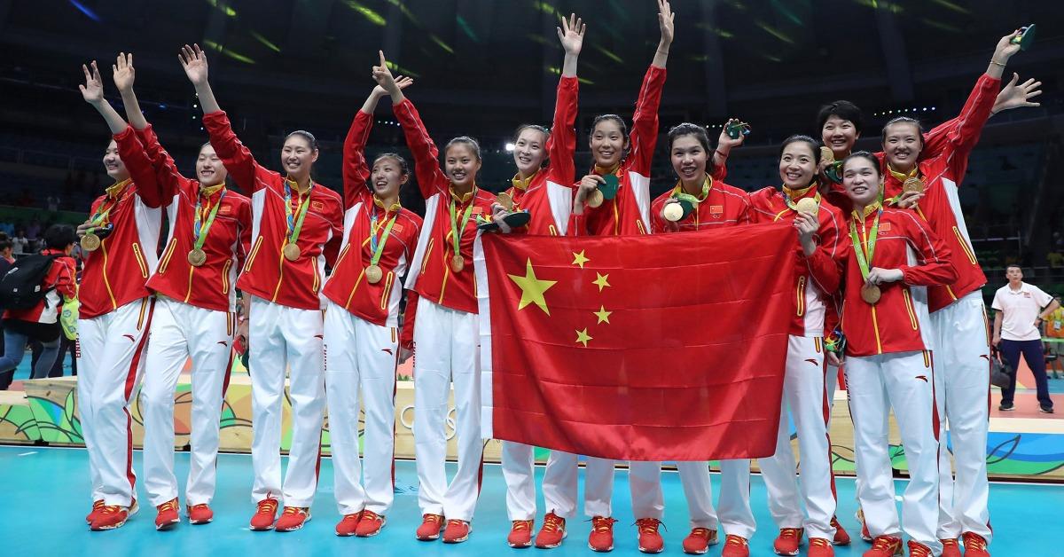 2016年,由郎平領軍的中國女排在奧運擊敗塞爾維亞,贏得里約奧運女子排球金牌,睽違12年,中國女排再度於奧運奪金。(圖片來源:人民視覺)