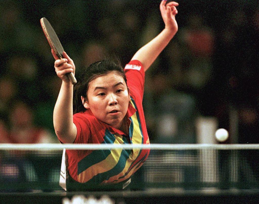1997年鄧亞萍告別乒壇,退役後入了清華大學讀書。(圖片來源:Getty)