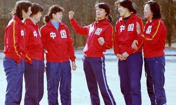 1981年11月,第一次奪得世界盃冠軍的隊員,包括曹慧英,楊希,孫晉芳,周曉蘭,郎平,張蓉芳。(網上圖片)