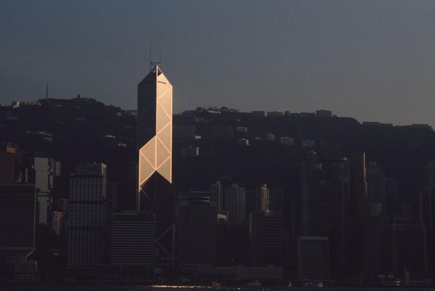 貝聿銘堅持「讓光線來作設計」,善於運用光線與玻璃折射,中銀大廈正是一例。圖片攝於1991年。(圖片來源:Getty)