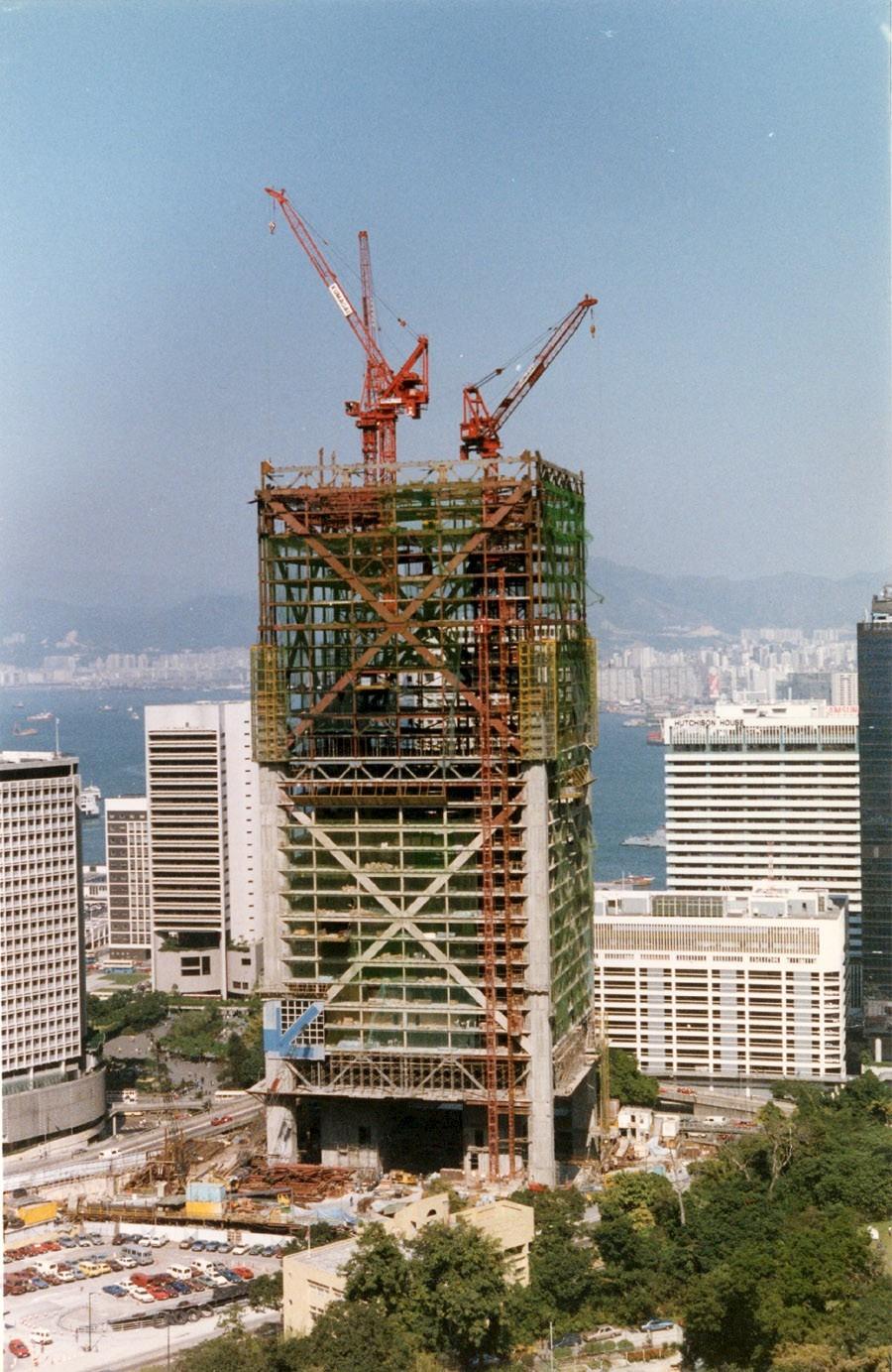 1987年興建中的香港中銀大廈。