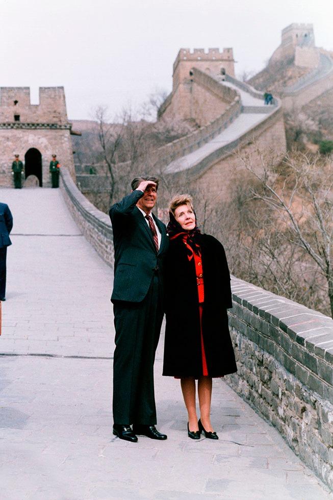 列根是首位在任時到中國訪問的美國總統,並與夫人一起登過長城。