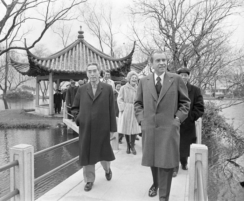 為期一周的訪問中,尼克遜和夫人一起參觀了北京、上海和杭州的學校、工廠和醫院。圖片拍攝於1972年。