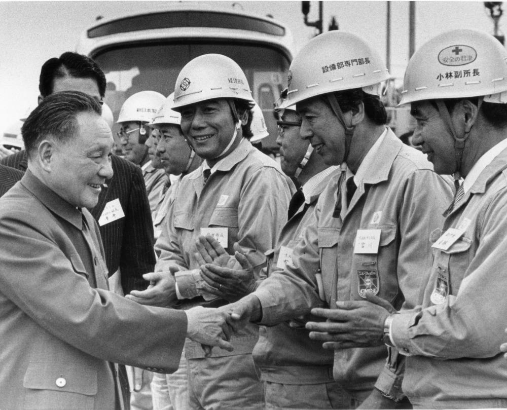 鄧小平在改革開放的方針上,要求加快發展鋼鐵製造業,而訪日期間的日本製鐵正是其中一間中國鋼鐵廠學習的對象。(圖片來源:AP)