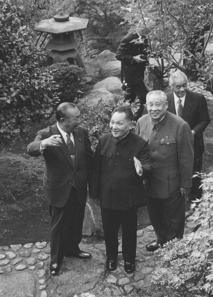 鄧小平在訪日期間,對日本保留的唐式建築、日本庭院的設計很感興趣。(圖片來源:AP)