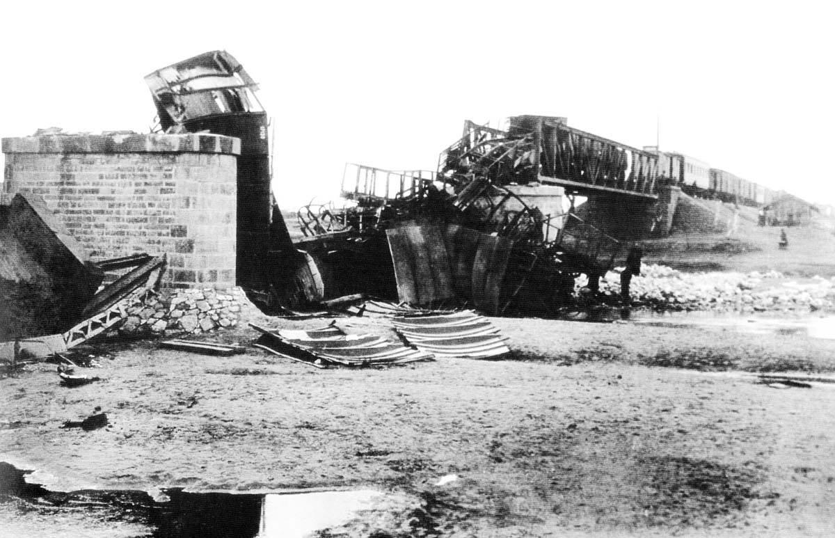 日本在1931年誣陷中國軍隊破壞南滿鐵路,開始其在東三省的侵略行為。(網上圖片)