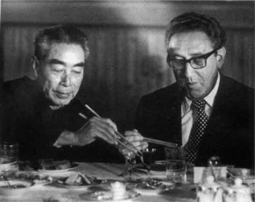 基辛格秘密訪華期間,周恩來曾以北京填鴨招來這位美國使節,並親自為對方夾上鴨肉,教對方放在荷葉餅上吃。