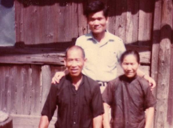 1982年,姜思章回家了。圖為他與家人的合照。(網上圖片)