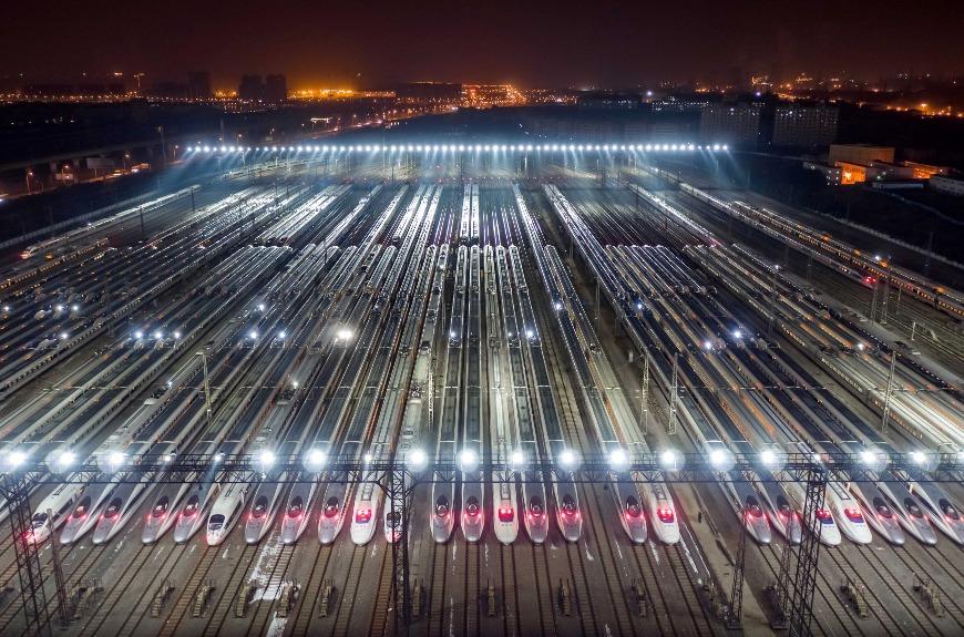 武漢動車基地是內地最大動車檢修基地之一,站內排滿數十列高鐵列車,狀甚壯觀。(圖片來源:人民視覺)