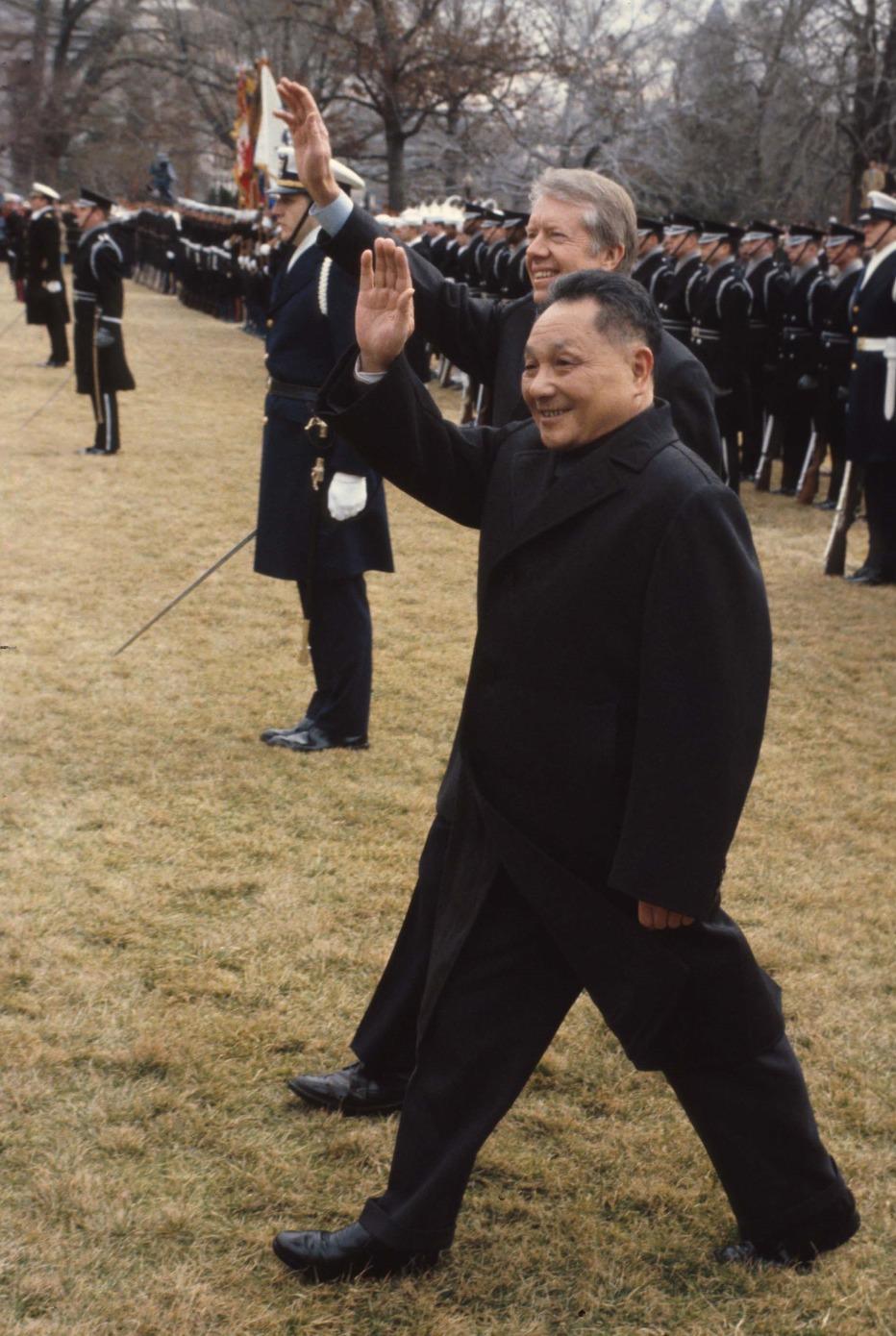 於美國人以為的中國共產黨國家領導人形象是僵硬死板的,卻在鄧小平身上找不到。圖片攝於1979年。(圖片來源:Getty)