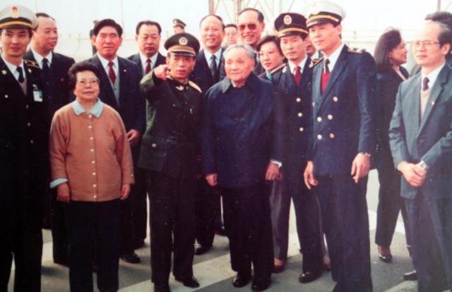 當代中國-改革開放-鄧小平南巡深圳遠眺香港