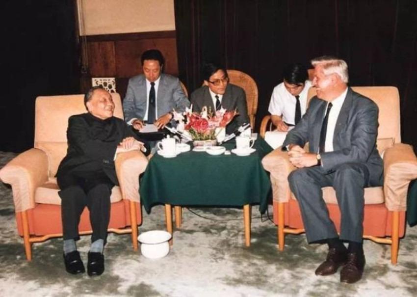 1987年6月,鄧小平會見南斯拉夫政治人物斯特凡‧科羅舍茨時,首次向世界透露在海南建經濟特區的設想。(網上圖片)