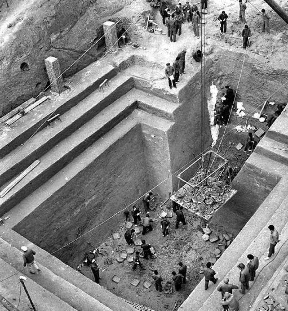 最初打井的農民根本沒意識到這些陶俑的重要,有人甚至認為挖出「人頭」是不祥之兆,後來得到國家重視,才對兵馬俑進行大規模考古挖掘。(網上圖片)