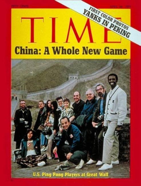 1971年4月,美國乒乓球隊到中國進行為期一星期的友好訪問,成為1949年新中國成立後,首個應邀訪問中國的美國代表團。他們登上長城的合照成為《時代》周刊封面,標題的「Game」,語帶雙關,由乒乓球賽引伸至中美關係。(網上圖片)
