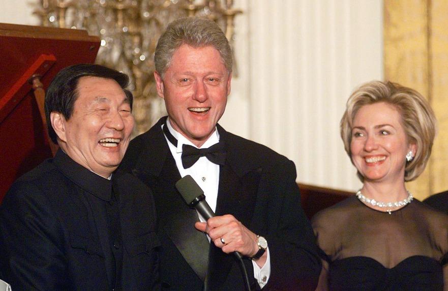 朱鎔基與克林頓的嬉笑背後,仍是中美關係角力。(圖片來源:Getty)