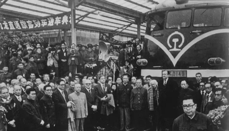 九廣鐵路1911年建成,1949年直通車中斷,至1979年復開,港督麥里浩夫婦成為直通車恢復開通後首批乘客。(網上圖片)