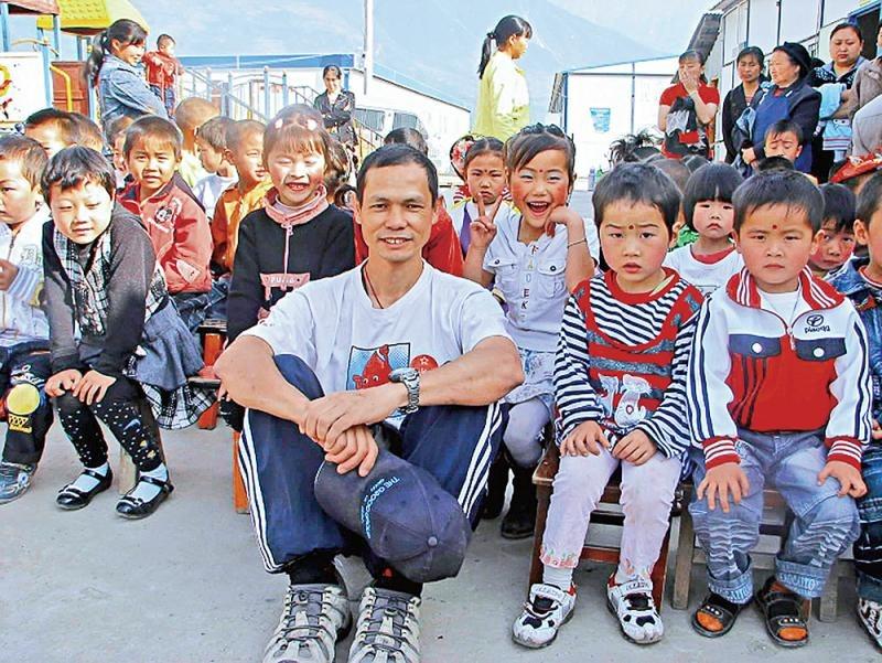 當代中國-改革開放-改革開放後青海玉樹地震 展現捨己為人故事