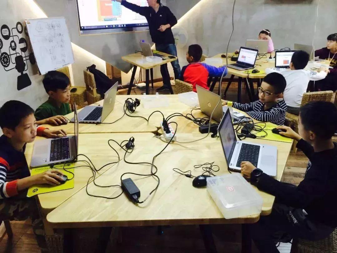 柴火創客以開辦課程方式推廣創客文化,啟發兒童科技創意思維。(圖片來源:Sohu.com)